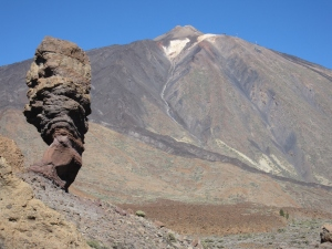 The Roque Cinchado rock formation with the volcano in the background.