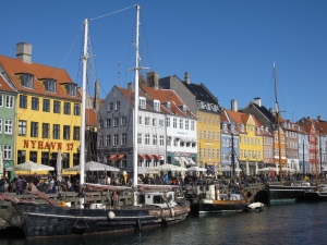 Nyhavn has many bars and cafes.
