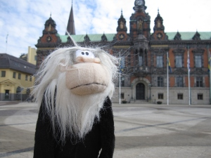 Me posing next to Malmö City Hall.