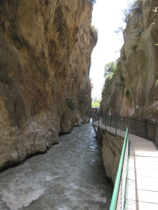 A wooden walkway at the start of the gorge